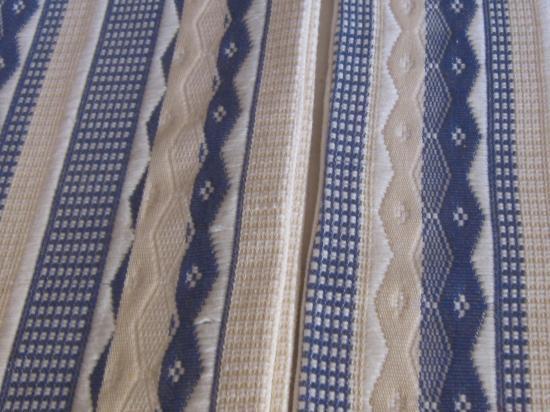 Obra Mandinga 2 version blanche sur chaîne rayée